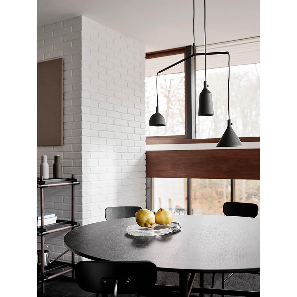 Snaregade Round Dining Table - Veneer, Black