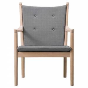 Wegner 1788 Easy Chair - Fabric, Soap Oak